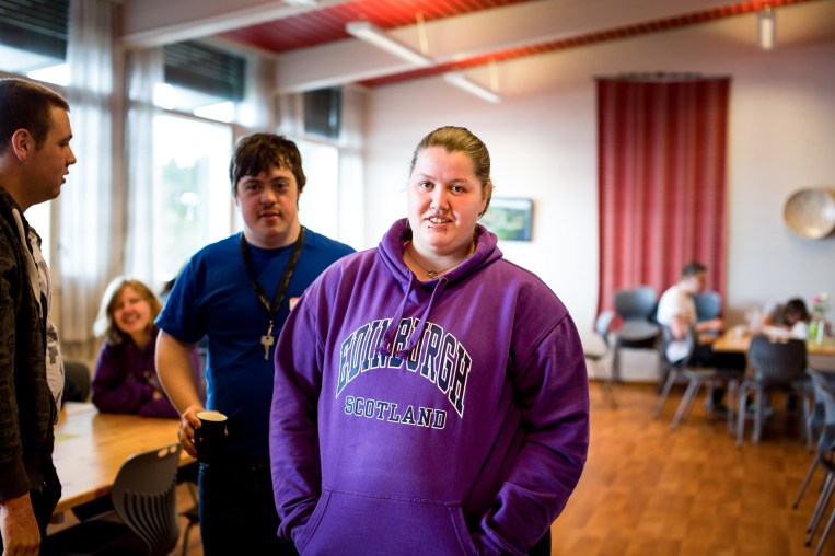 I vår ble Laila ferdig etter to år på Peder Morset Folkehøyskole i Selbu. (Foto: Mari Aftret Mørtvedt/NRK)