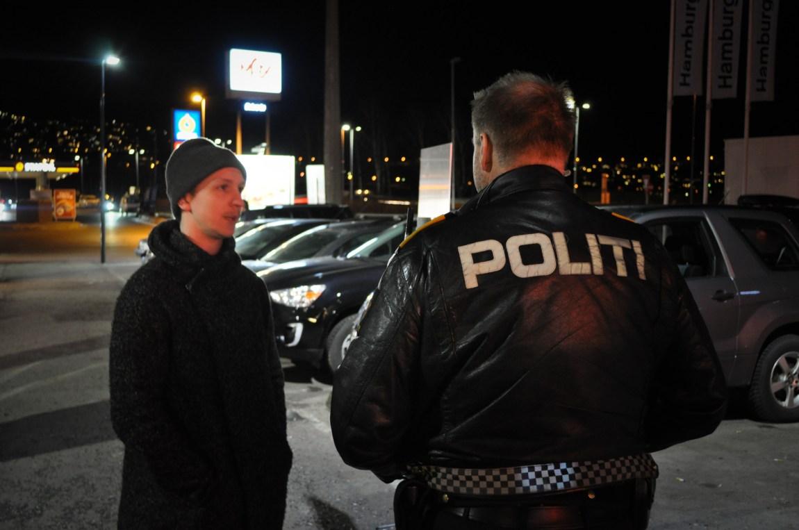 Offisielt er politiet ytterst kritisk til Stig Kalsnes' (24) digitale form for borgervern. Men P3 Dokumentar var vitne til at Stig fikk skryt fra ulike politibetjenter «på golvet» for at han lurte disse mennene i sine feller, og dermed fikk dem arrestert. Bildet er tatt i en annen sammenheng med Stig. (Foto: Ola Solheim)