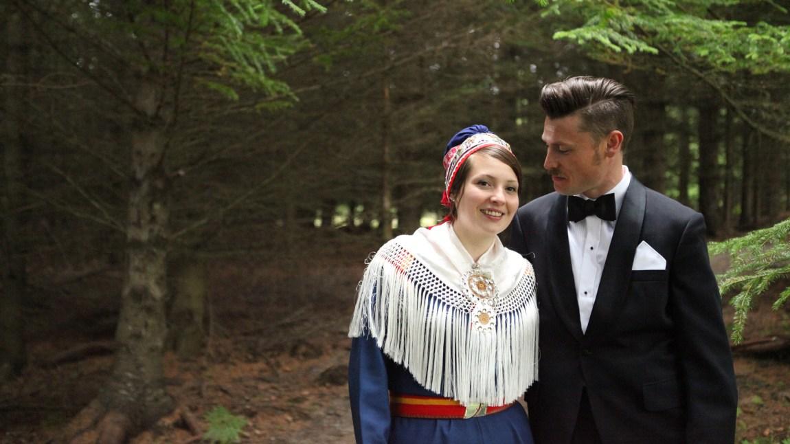 Susanne Amalie giftet seg med sin mann Marius i 2012, og etter at de fikk barn så forteller Susanne Amalie at det oppstod en voldsom trang til å gi barna det samiske språket hun aldri fikk selv. (Foto: Andreas Leonardsen)
