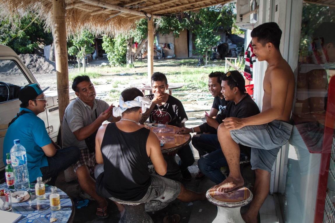 Nabolagene på Bali samles hver dag, enten av religiøse grunner, eller bare for å henge. (Foto: Andrea A. Thiis-Evensen)