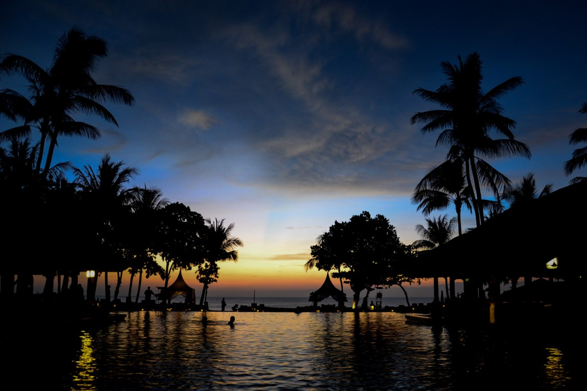 Bali har jevnt over endret seg drastisk de siste 30 årene. Nesten én million balinesere er uten tilgang til rent vann, mens turister leier seg inn på hoteller som bruker flere millioner liter vann i året slik at turistene kan bade i bassengene og dusje så lenge de vil. (Foto: Simon Clancy / CC BY 2.0)