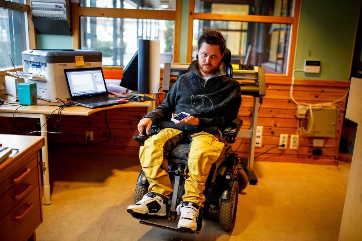 Mats jobber på «Trykkebrakka» to ganger i uka. Han starta trykkeriet i fjor, sammen med en kompis.