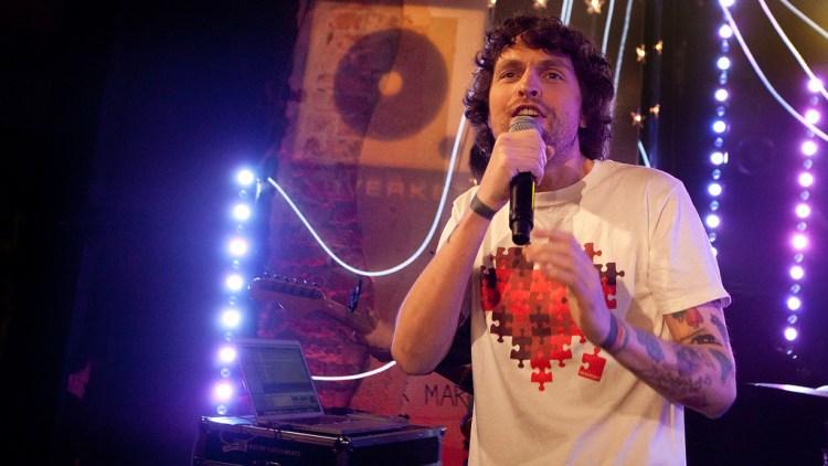 Magnus Eliassen, her fra en opptreden på Lydverket (Foto: Tom Øverlie/NRK P3)