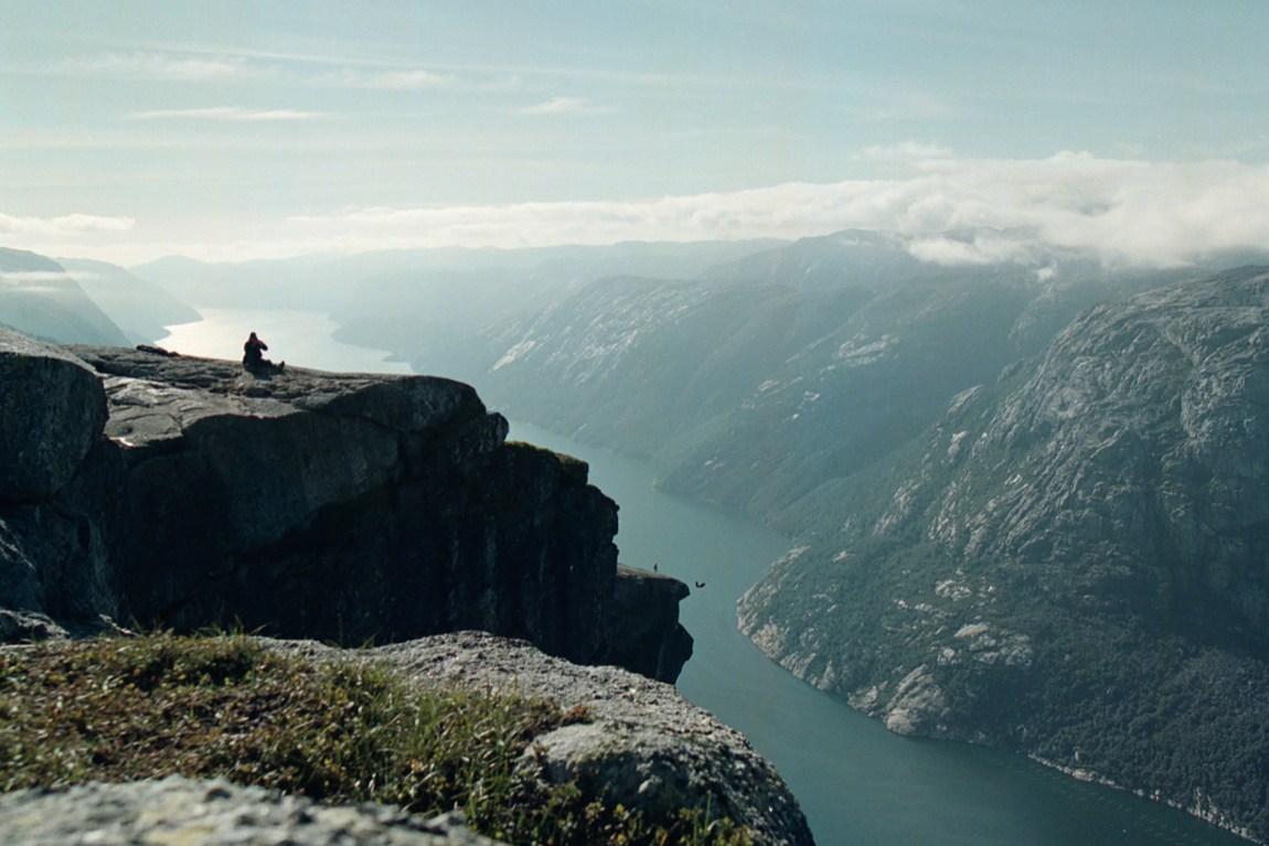 Kjerag er trolig et av de tryggeste plassene å hoppe base fra, på grunn Stavanger Base Klubbs reguleringer. Foto: Alf Ove Hansen, NTB Scanpic