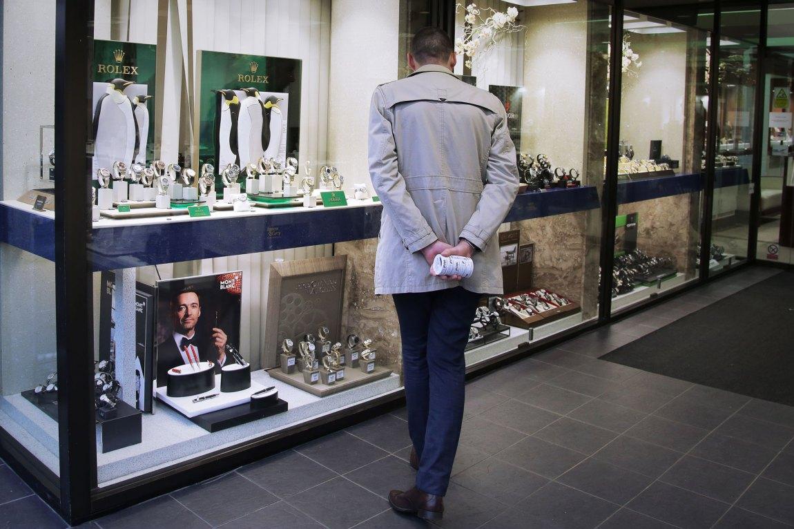 Spillselskapet Niklas jobbet for gikk langt for å pleie kundene sine, hevder han. En Rolex-klokke kunne gjerne brukes som smøremiddel. Foto: Webjørn S. Espeland, NRK P3