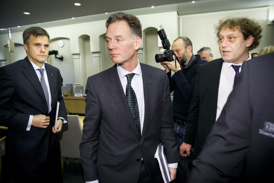 2013: Frederic Hauge var svært lite nøgd med Statoils konsernsjef Helge Lund (tv) og informasjonsdirektør Jannik Lindbæk etter avlysinga av fullskala reinsing av gasskraftverket på Mongstad. Foto: Heiko Junge / NTB scanpix