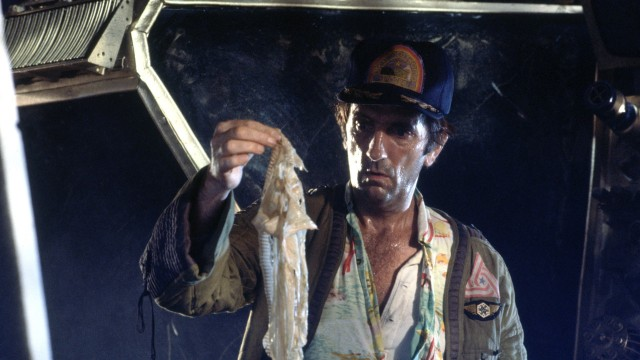 Harry Dean Stanton finner...noe...i Alien. (Foto: Twentieth Century Fox Norway)