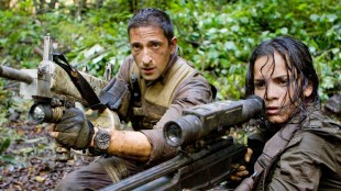 Adrien Brody og Alice Braga i Predators. (Foto: 20th Century Fox)