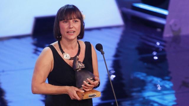 Zaklina Stojcevska mottok Amandaprisen 2010 for kategorien Beste klipp i Upperdog. (Foto: Scanpix)
