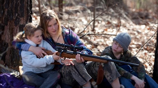 Ashlee Thompson, Jennifer Lawrence og Isaiah Stone i Winter's Bone. (Foto: Arthaus)