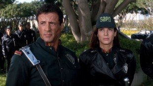 Sylvester Stallone og Sandra Bullock i Demolition Man. (Foto: Warner Bros. Home Entertainment)