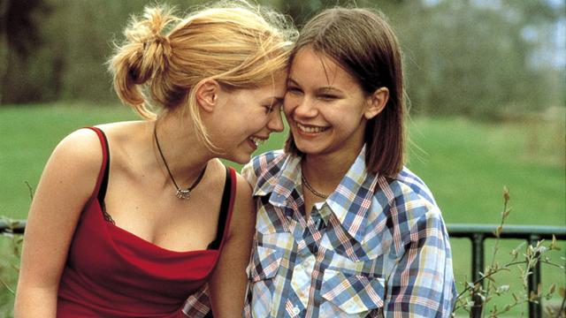 Elin og Agnes: To jenter som ender med å tørre å være seg sjæl. (Foto: Memfis Film)