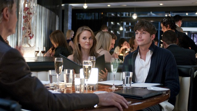Natalie Portman og Ashton Kutcher i No Strings Attached. (Foto: United International Pictures)