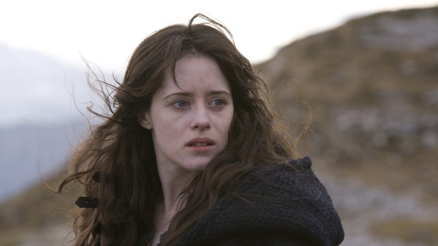 Claire Foy er mistenkt heks i Season Of The Witch. (Foto: Nordisk Film Distribusjon AS)
