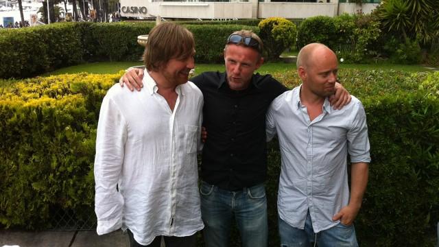 Morten Tyldum, Jo Nesbø og Aksel Hennie presenterte Hodejegerne i Cannes (Foto: NRK).