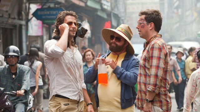 Bradley Cooper, Zach Galifianakis og Ed Helms i Hangover 2 (Foto: SF Norge AS).