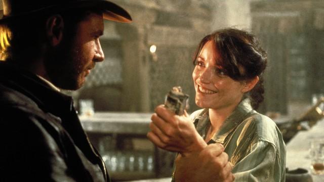 Indy og hans kjære Marion i baren hvor all morroa skjer i Raiders of The Lost Ark. (Foto: Lucasart)