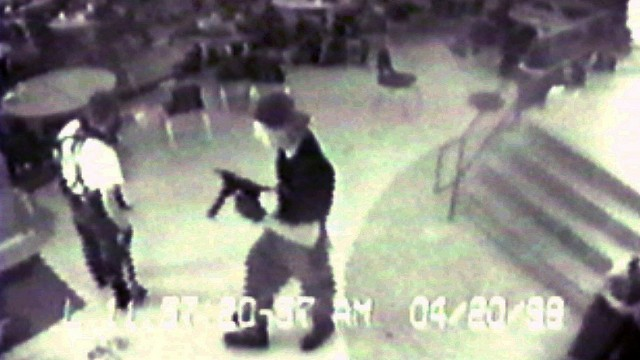 Overvåkningsbilder fra Columbine-massakren ble brukt i Bowling For Columbine (Foto: (AP Photo/Jefferson County Sheriff's Department)