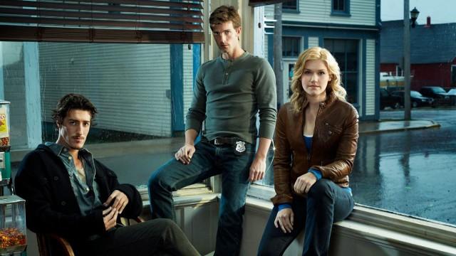 Hovedpersonene Eric Balfour, Lucas Bryant og Emily Rose har fått svært blandede tilbakemeldinger. (Foto Syfy)