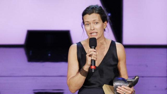 Maria Sødahl tok i mot prisen på vegne av Lena Endre, som forlot Haugesund plutselig lørdag morgen (Foto: Scanpix).