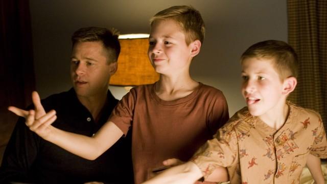 Brad Pitt, Laramie Eppler og Tye Sheridan i The Tree Of Life (Foto: SF Norge).