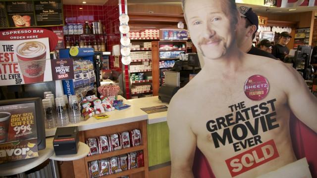 Litt av reklamen i POM Wonderful presents: The Greatest Movie Ever Sold (AS Fidalgo).