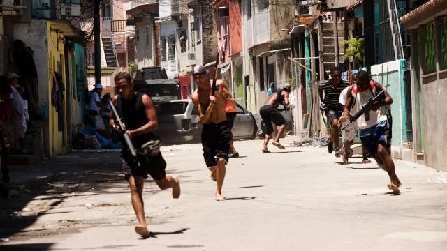 Rios bakgater er farlige i Tropa de Elite - Nådeløs fiende (Foto: Norsk Filmdistribusjon).