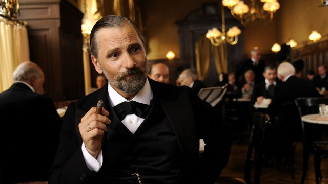 Viggo Mortensen spiller en stilfull Sigmund Freud i A Dangerous Method (Foto: Scanbox Entertainment AS).