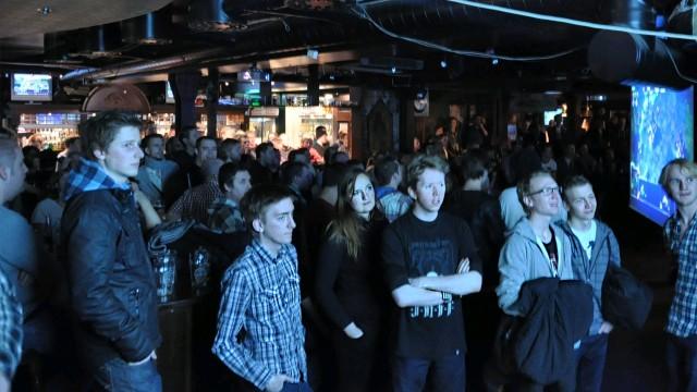 Mange samlet seg for å se Starcraft 2-esport. (Foto: Bastian Braathen)