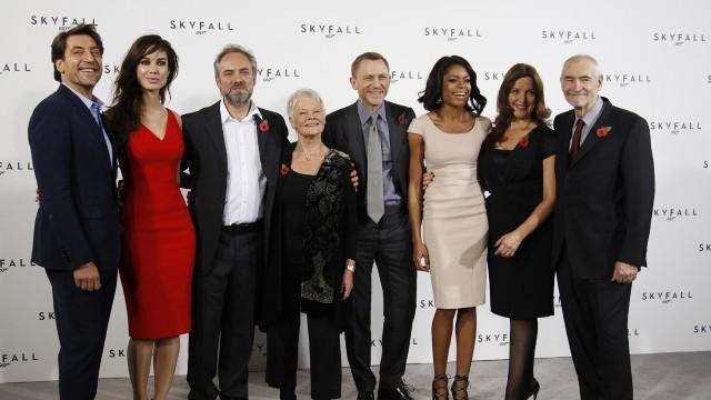 Skuespillerne i Bond 23 - Skyfall. (Foto: REUTERS/Luke MacGregor)
