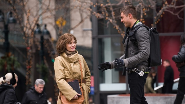 Michelle Pfeiffer og Zac Efron i New Year's Eve (Foto: SF Norge AS).