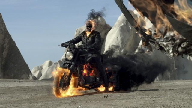 Nicolas Cage forvandles til brennende demon i Ghost Rider 2 - Spirit of Vengeance (Foto: Nordisk Film Distribusjon AS).