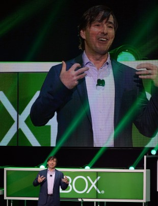 Tidligere Xbox-sjef Don Mattrick presenterte Xbox One-konsollen under E3 i juni 2013. Under en måned etter forlot han jobben. (Foto: Kevork Djansezian/Getty Images/AFP)