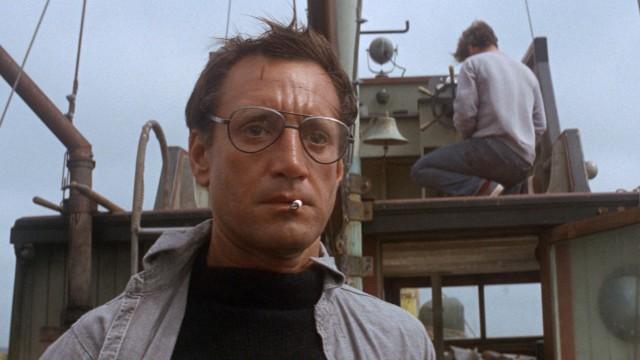 Sheriff Brody (Roy Scheider) er i ferd med å innse at han trenger en større båt i Jaws (Foto: Universal Pictures).