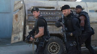 Sylvester Stallone, Jason Statham og Terry Crews i The Expendables 2 (Foto: Norsk Filmdistribusjon AS).