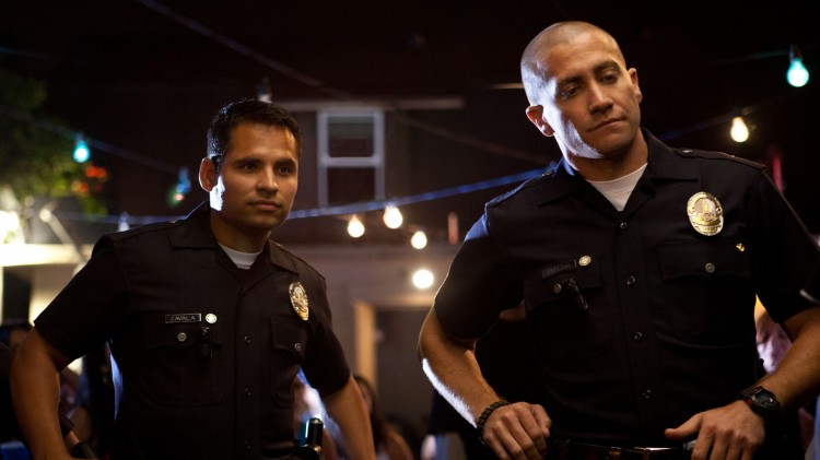 Michael Peña og Jake Gyllenhall spiller hovedrollene i End of Watch (Foto: Nordisk Film Distribusjon AS).