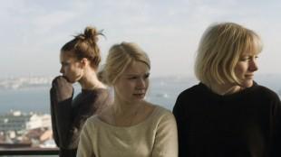 Pihla Viitala, Pamela Tola og Laura Birn i En som deg bilde (Foto: 4 1/2 & Norsk Filmdistribusjon).