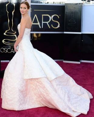 Jennifer Lawrence vant den røde løperen for Oscar-utdelingen 2013. (Foto: AFP PHOTO/FREDERIC J. BROWN, NTB Scanpix).
