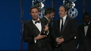 Regissør Malik Bendjelloul og produsent Simon Chinn takket distributører og investorer i takketalen sin. Og Sugar Man, selvfølgelig.