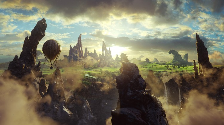 Oscar ankommer i ballong i Oz: The Great and Powerful (Foto: The Walt Disney Company Nordic).