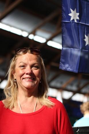 Australias flagg henger over plassen til Kerrie Myers. (Foto: Marte Hedentad, NRK P3).