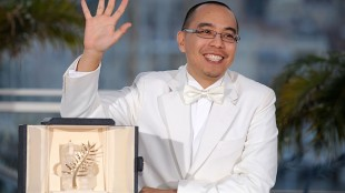 Apichatpong Weerasethakul vant Palme d'Or-prisen i 2010 for Lung Boonmee Raluek Chat. (Foto: AFP PHOTO / ANNE-CHRISTINE POUJOULAT. NTB Scanpix).