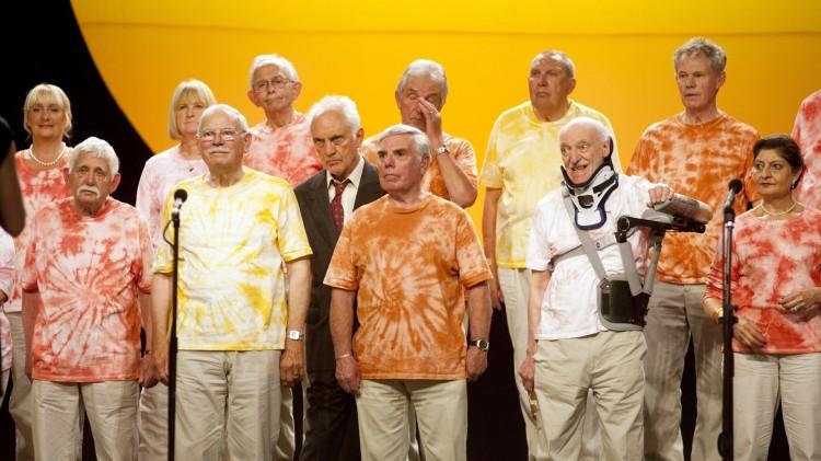 Lystig pensjonistkor i Sang for Marion (Foto: Scanbox).