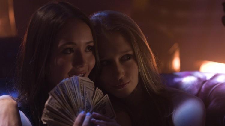 En vennegjeng bryter seg inn i Paris Hiltons hus i Sofia Coppolas Cannes-film The Bling Ring. (Foto: SF Norge)