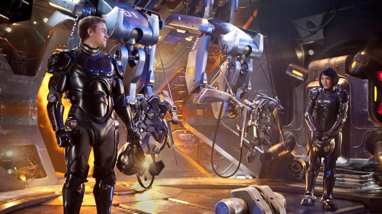 Charlie Hunnam og Rinko Kikuchi i robotcockpiten i Pacific Rim (Foto: SF Norge AS).