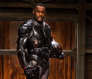 Idris Elba spiller Stacker Pentecost i Pacific Rim (Foto: SF Norge AS).