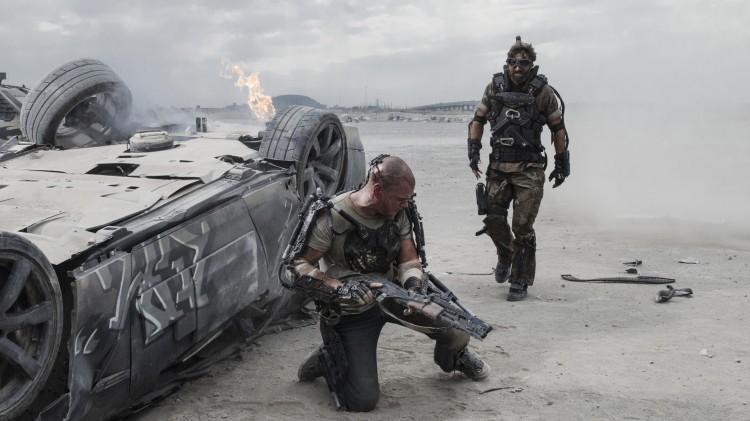 Matt Damon kommer straks i kontakt med Sharlto Copley i Elysium (Foto: United International Pictures).