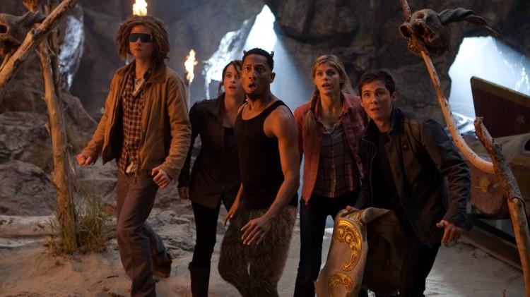 Denne gjengen leter etter ett magisk skinn i Percy Jackson: Monsterhavet (Foto:  20th Century Fox).
