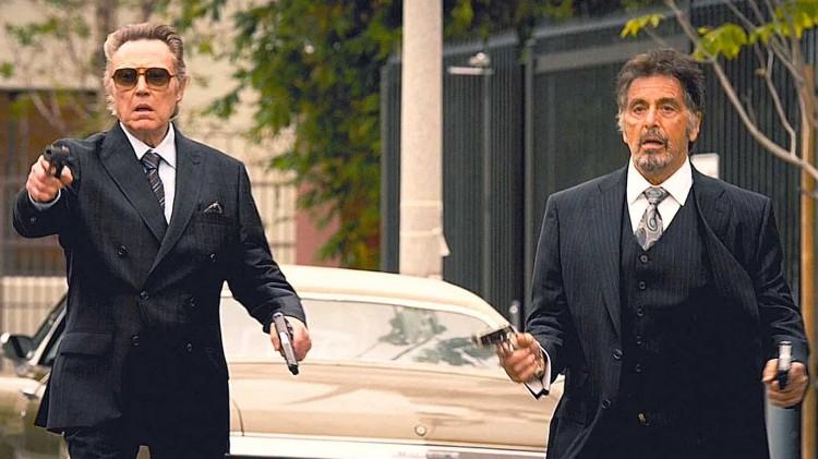 Christopher Walken og Al Pacino må frem med gønnerne i Stand Up Guys (Foto: Walt Disney Entertainment).