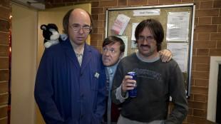 Karl Pilkington, Ricky Gervais og David Earl i Derek (Foto: Netflix).